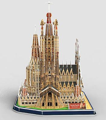 完成しない建築、サグラダ・ファミリアを自分で作るナノブロックや立体パズル【i】