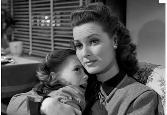 Doris holds Susan in Miracle on 34th Street