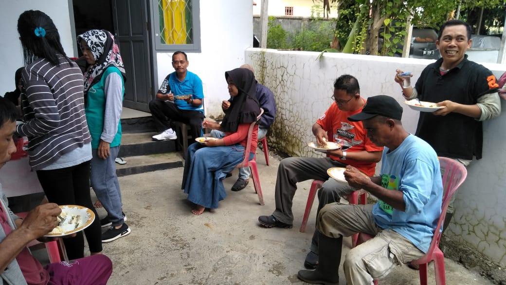 Indahnya Kebersamaan di Kelurahan Biru, Makan Bersama Usai Kerja Bakti