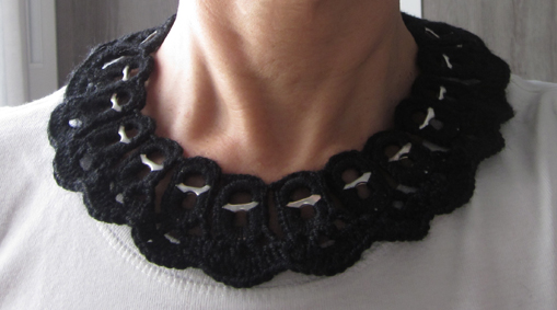 Collar con anillas de refresco y crochet
