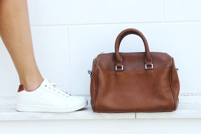 Stradivarius white casual sneakers.Stradivarius brown bag.