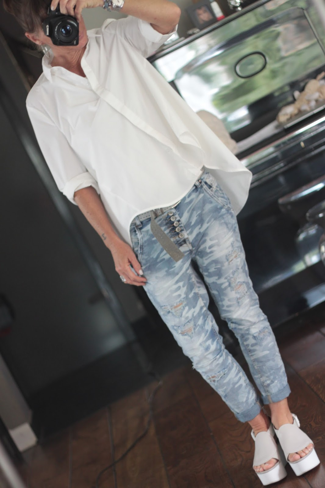 2onyogamats: camouflage jeans & weisses hemd
