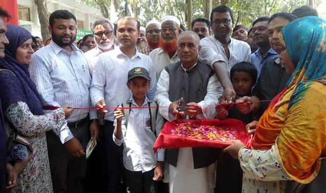 বকশীগঞ্জে তিন দিন ব্যাপি ফলদ বৃক্ষ মেলার উদ্বোধন