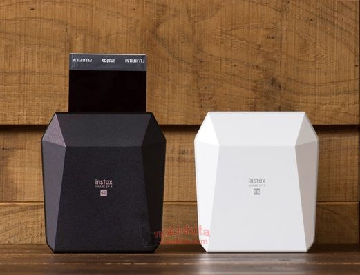 Портативный принтер Fujifilm Instax Share SP-3 Square черного и белого цвета