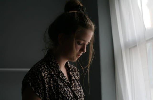 Sekarang coba posisikan dirimu pada wanita yang ia khianati, apakah kamu bisa membayangkan rasa sakit yang ia derita saat mengetahui pasangannya menjalin hubungan gelap