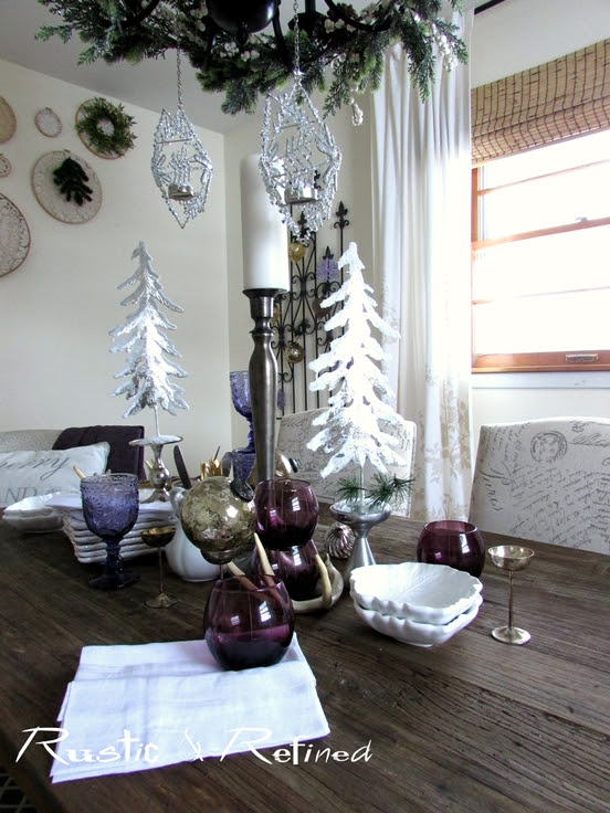 Modern & Traditional Christmas Decor in the Dining Room