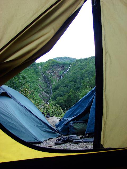 Кавказ. Вид из палатки Bergson Arizona 3 на водопад Братья.