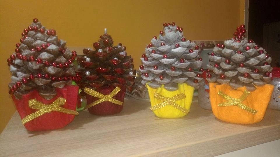 Alberelli decorativi natalizi con pigne e vasetti degli omogeneizzati donneinpink magazine - Nastri decorativi natalizi ...