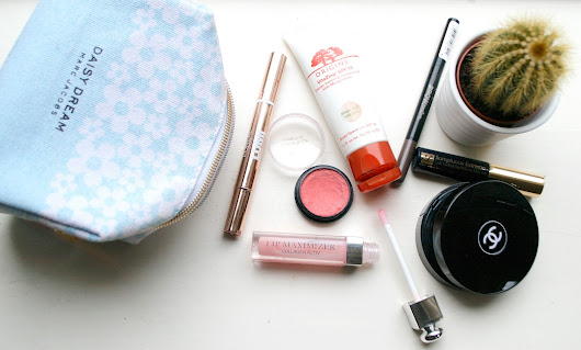 make up bag essentials for a natural look!
