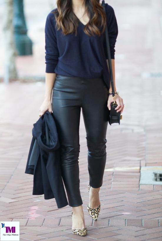berpakaian sweater biru gelap dengan celana kulit agar seperti wanita perancis