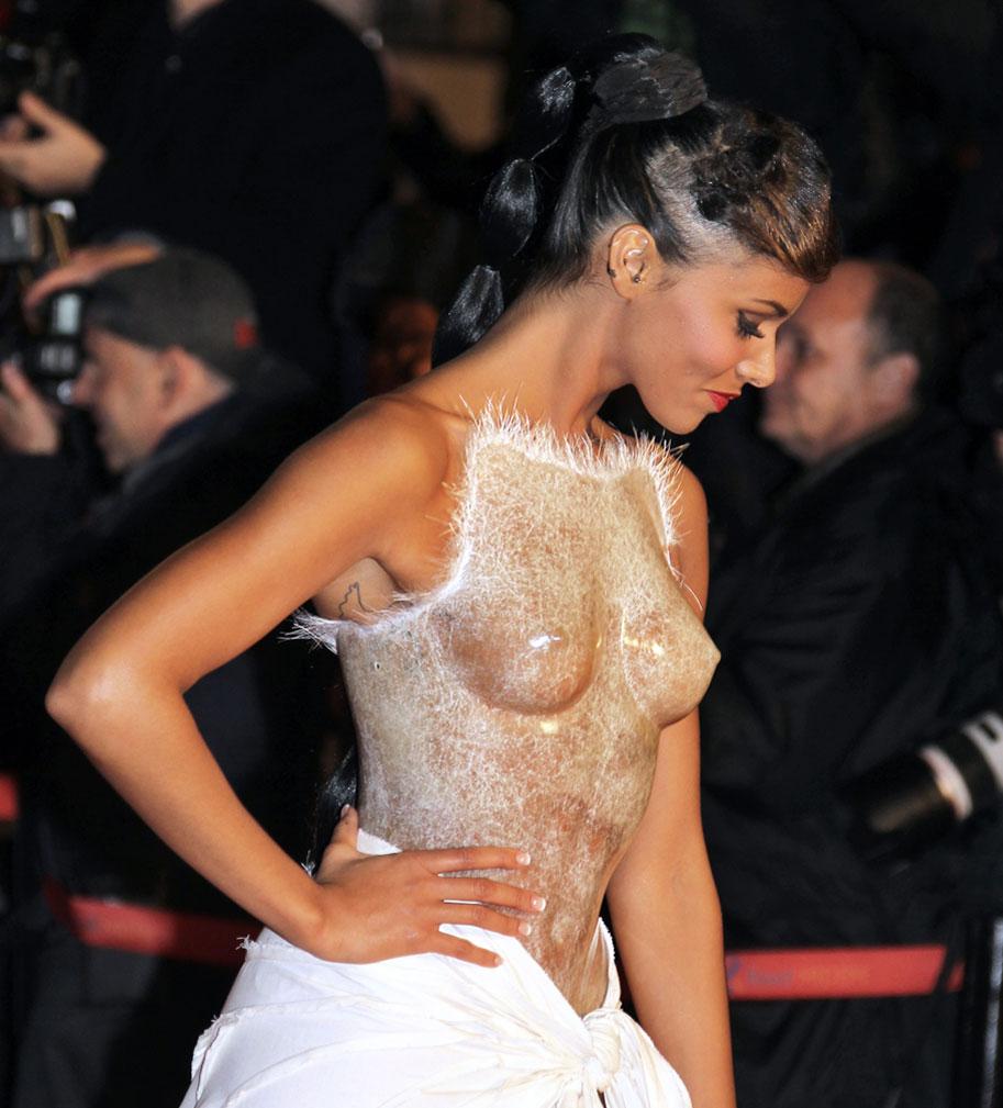 морде гениталии и груди звезд в прозрачных платьях фото хочу кончить