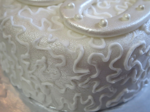 40th Anniversary Mini Cake - Close Up of Cornelli Lace & Pearlized Fondant