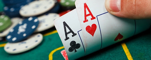 Develop your poker skills with the help of the heroes of the professional poker game of Texas Hold'em