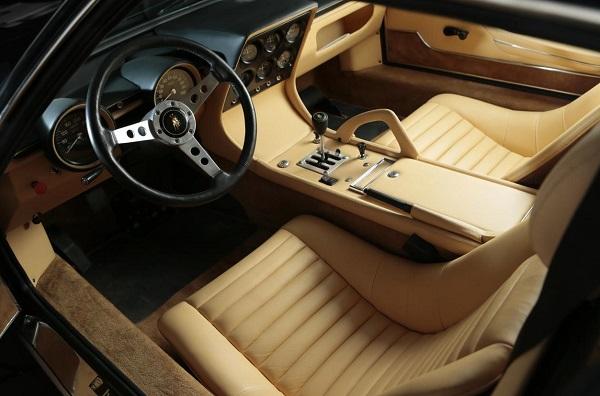 interior Lamborghini Miura P400