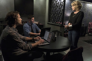 "Jared Padalecki as Sam Winchester, Jensen Ackles as Dean Winchester, Samantha Smith as Mary Winchester in Supernatural 12x03 ""The Foundry"""