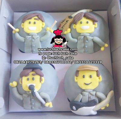 Cupcake Lego Band