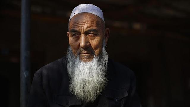 Astgahfirullah, China Larang Muslim Xinjiang Tumbuhkan Jenggot dan Kenakan Jilbab