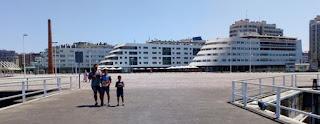 Edificios con forma de barco en Gijón.