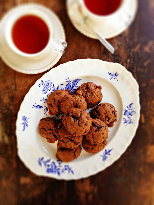 sweetsugarbean: Sticky Toffee Lentil Cookies with Dark Chocolate Chunks