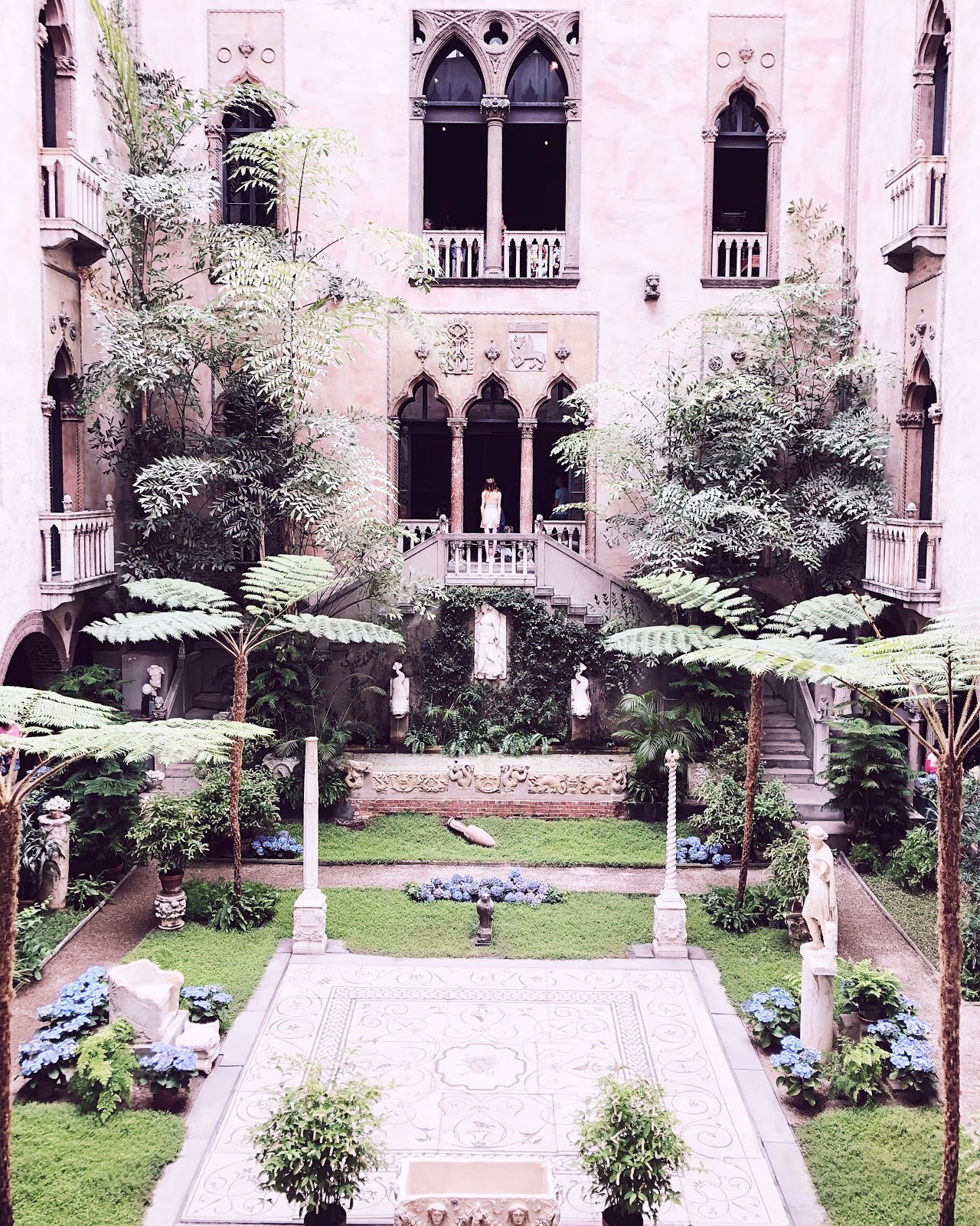 Boston Travel Vlog, isabella stewart gardner museum, what to do in Boston, Boston Travel Guide, boston beautiful homes, instagrammable spots, commonwealth ave, boston blogger