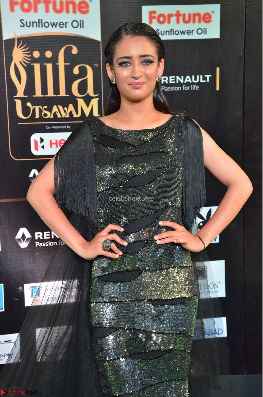 Akshara Haasan in Shining Gown at IIFA Utsavam Awards 2017  Day 2 at CelebsNext.COM
