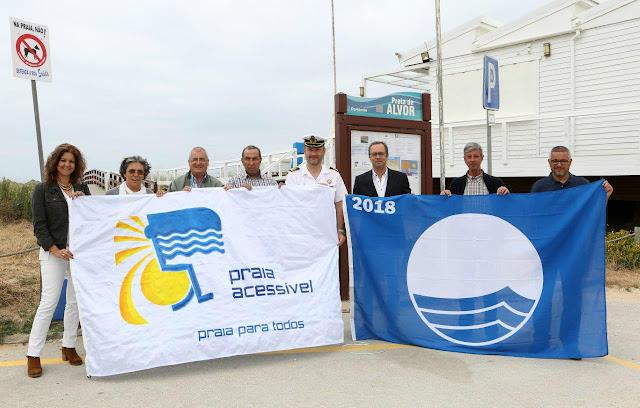 Bandeira Azul e Bandeira Praia Acessível hasteadas nas Praias do Município de Portimão