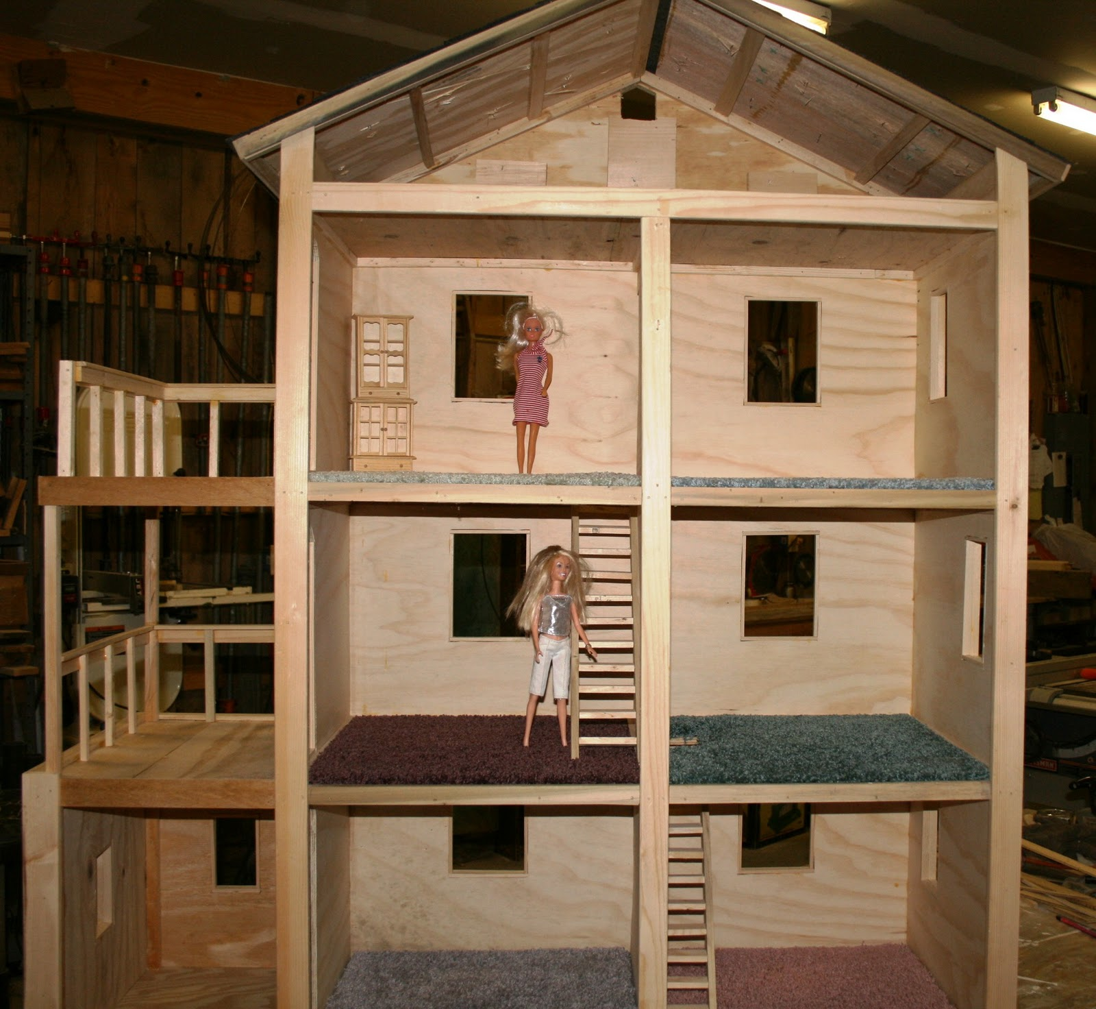 Build it sew it love it diy barbie house for Free money to build a house
