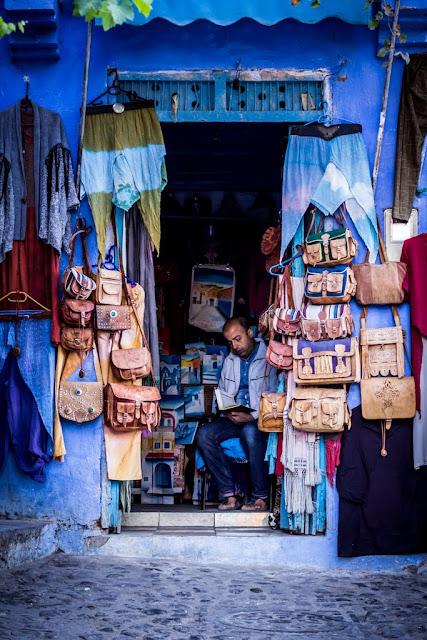 Tiendecita en la Medina de Chefchaouen, Marruecos