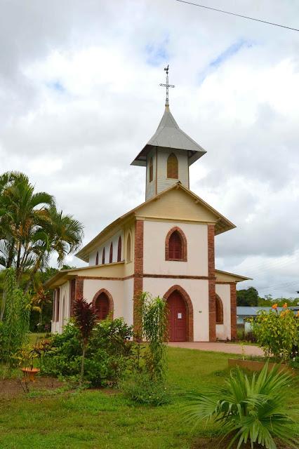 Guyane, Cacao, Montsinnery, chute de Fourgassier, Roura, marathon de l'espace, Kourou, église, plage des rôche, oiseaux, iguane, plage, pluie tropicale