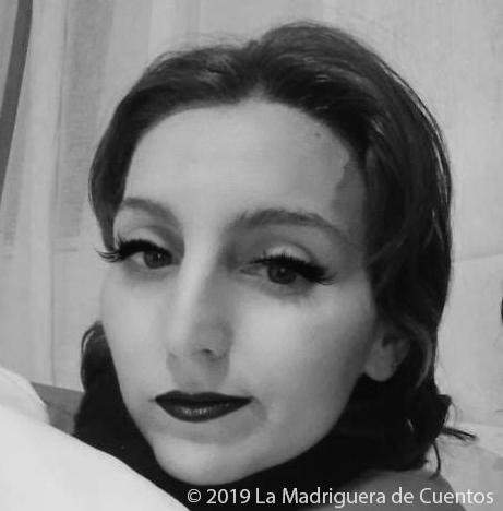 Imagen en B&N con ojos y labios maquillados de Ale de La Madriguera de Cuentos