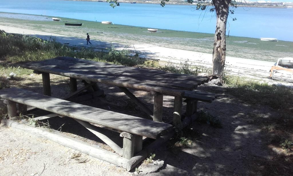Mesa do Parque de Merendas da Praia Fluvial de Copacabana