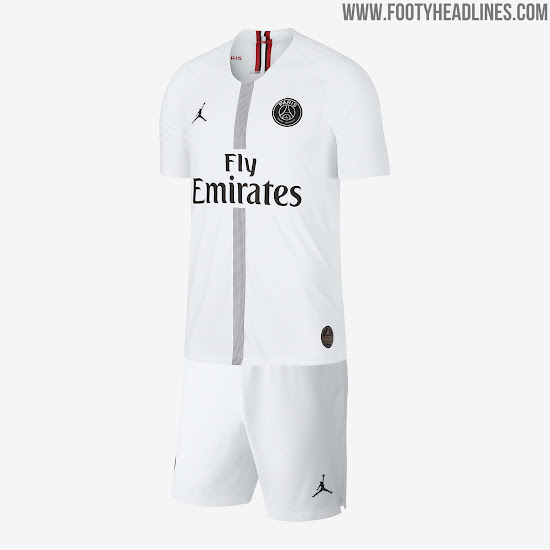 The PSG Jordan player jersey is predominantly white with a dotted center  stripe running down on the front in black. The club crest is featured in a  ... f6128ab11