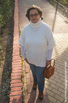 Jersey blanco de cuello alto
