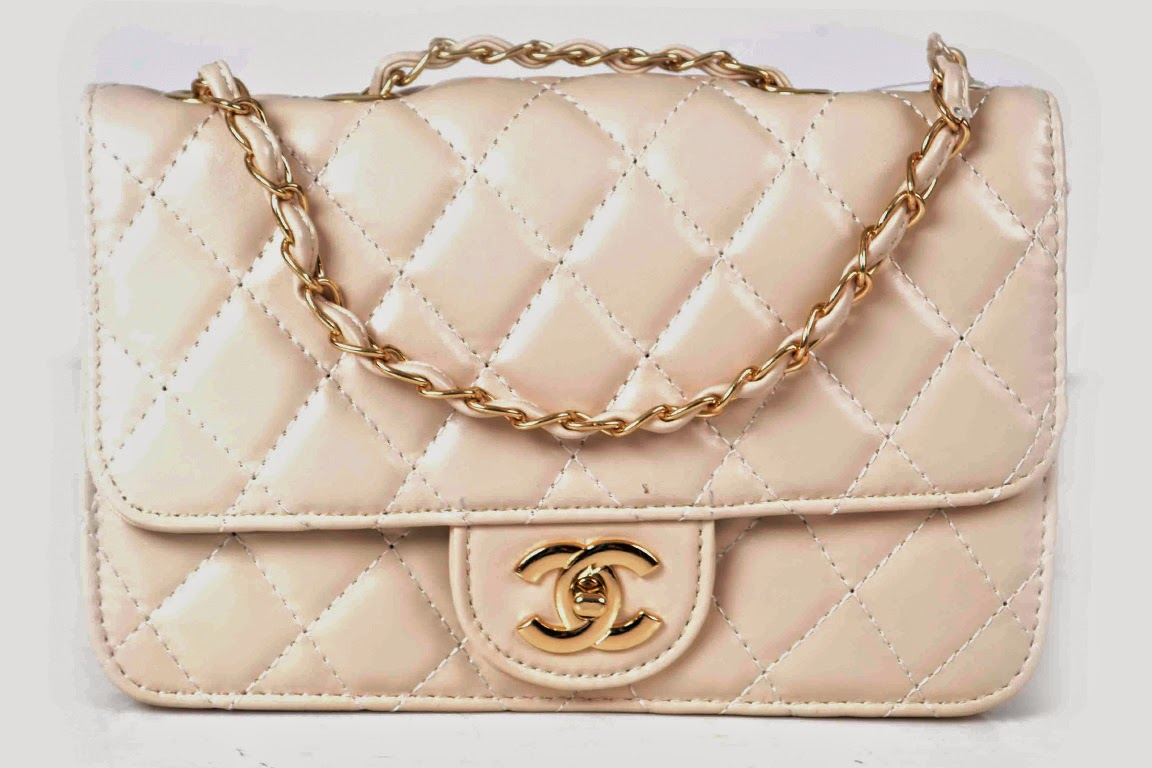 Holding Stylish Clutches Or Designer Handbags Have Always Been One Of The Most Favorite Tasks Women As It Doesn T Only Help Them Carry Their Belongings