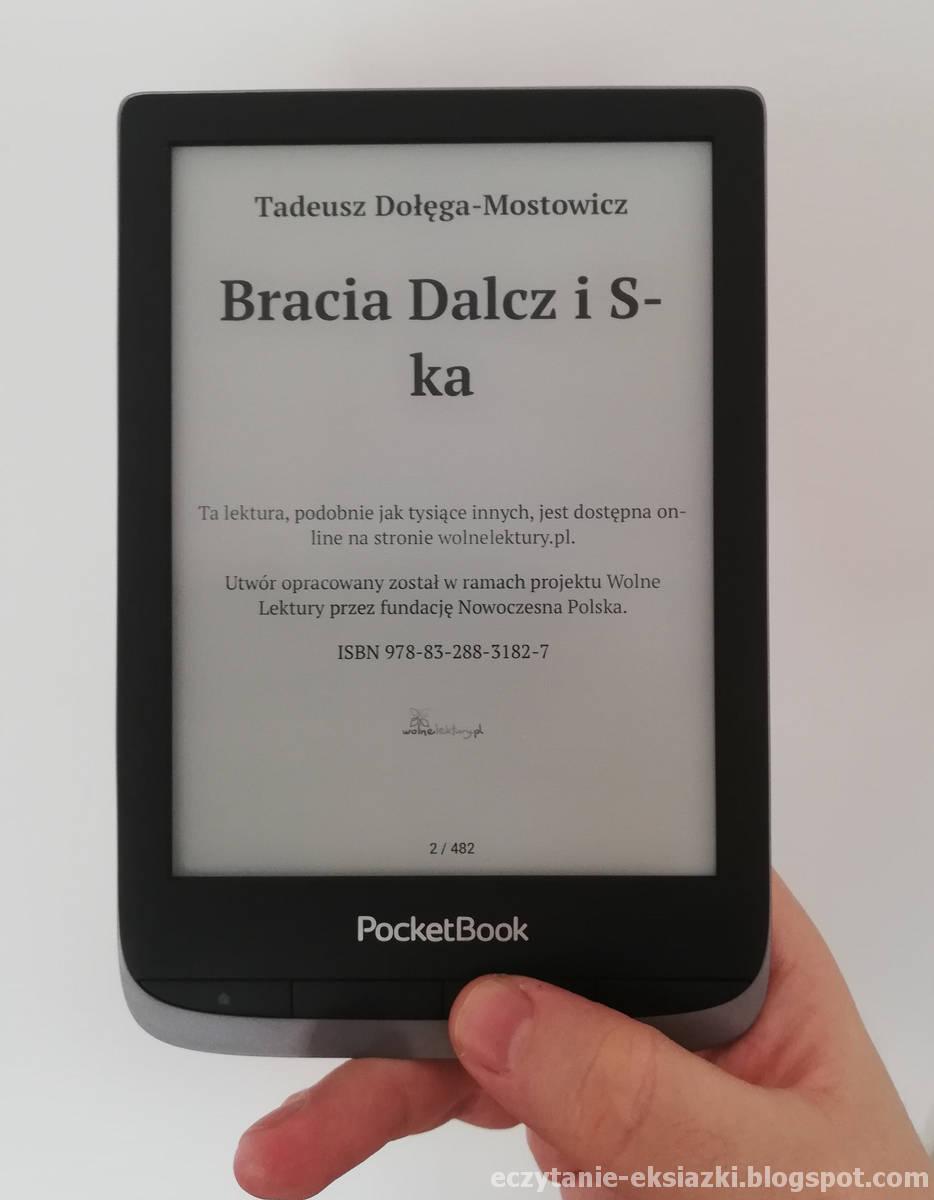 Czytnik PocketBook Touch HD 3 trzymany w ręce pionowo