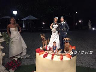 cake topper  speciali scultura per torta nuziale personalizzata sposini con bambina orme magiche