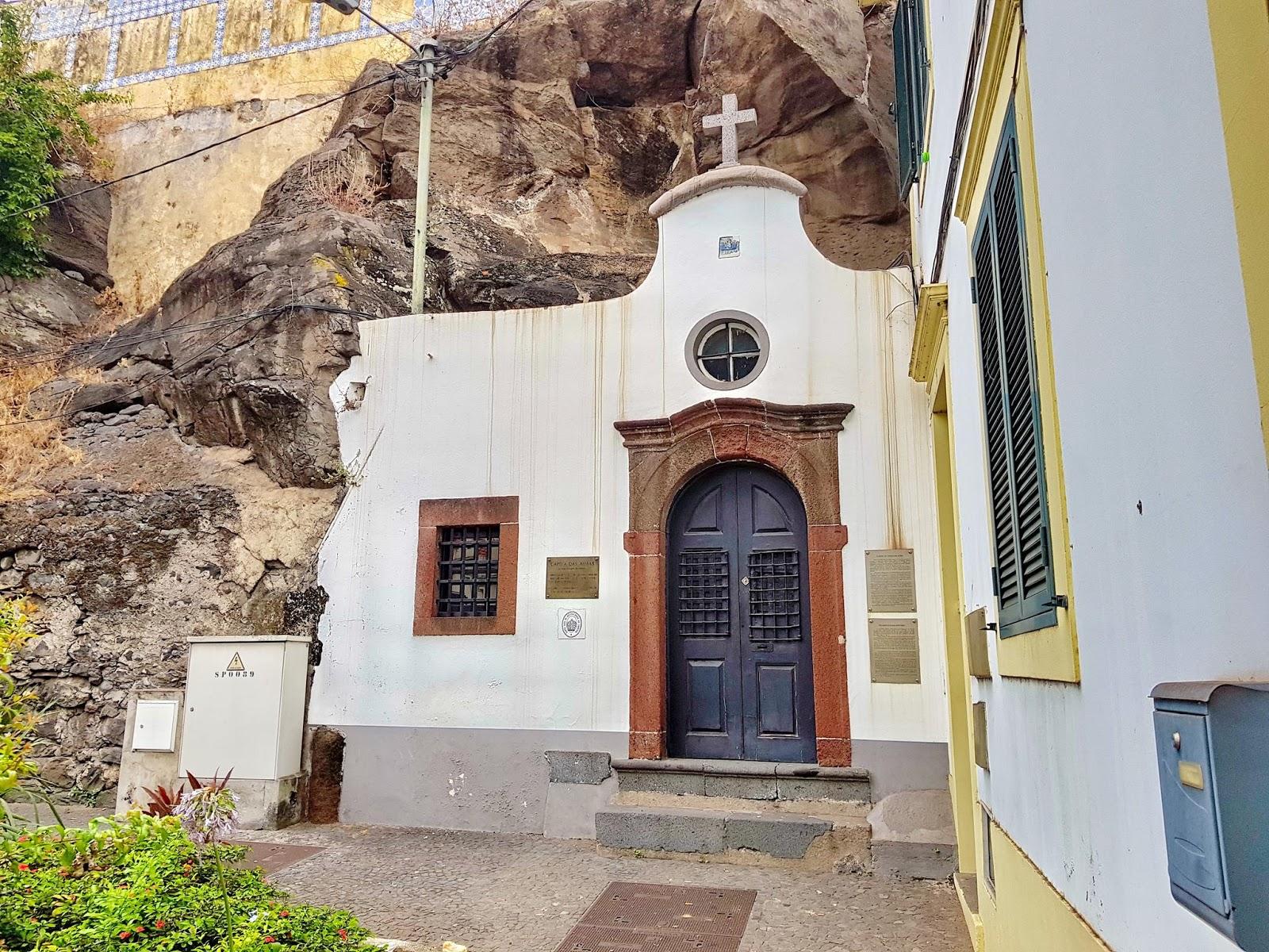 uma das mais pequenas capelas da cidade