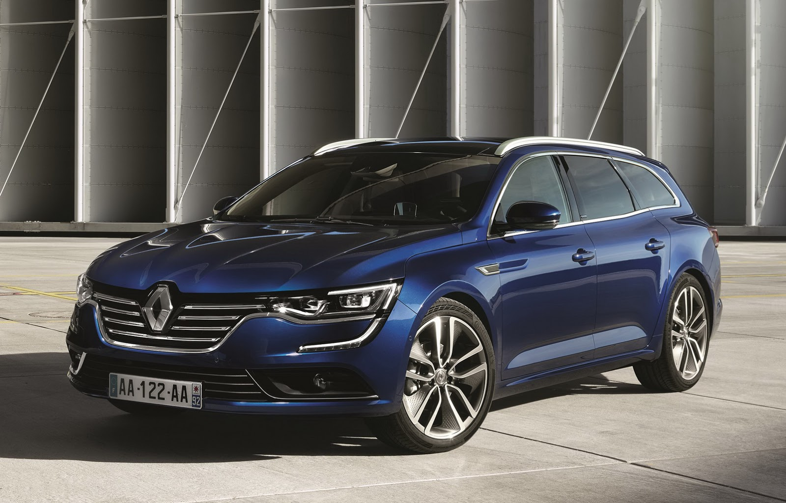new renault talisman estate first official photos and details carscoops. Black Bedroom Furniture Sets. Home Design Ideas