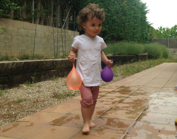 actividades y juegos refrescantes para niños aire libre, globos agua