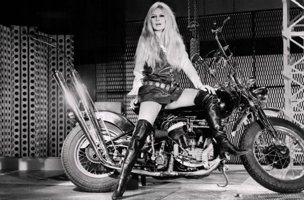 """Résultat de recherche d'images pour """"bardot harley davidson"""""""