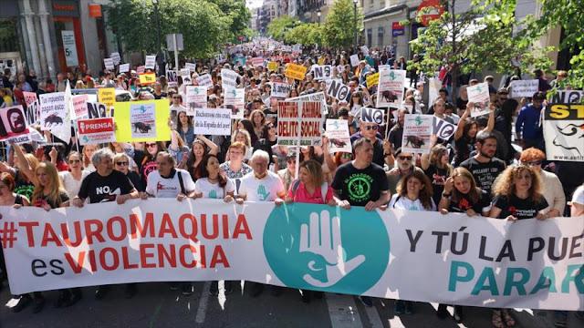 Miles de españoles protestan en Madrid contra corridas de toros