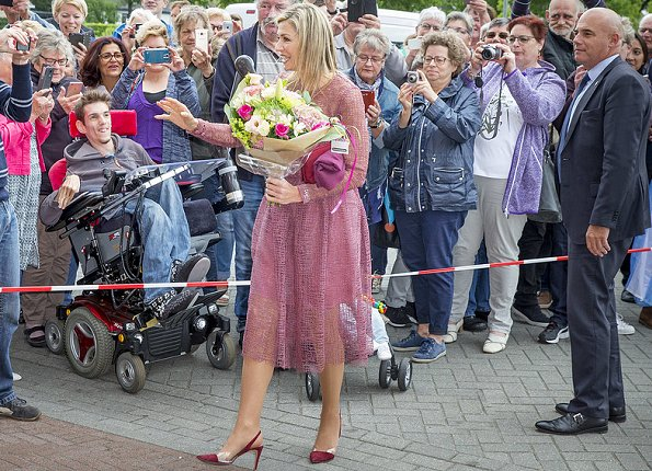 Queen Maxima wore a new Natan dress in Nieuw-Buinen. This year's Burendag (Neighbours Day) is being held on Saturday 23rd September.