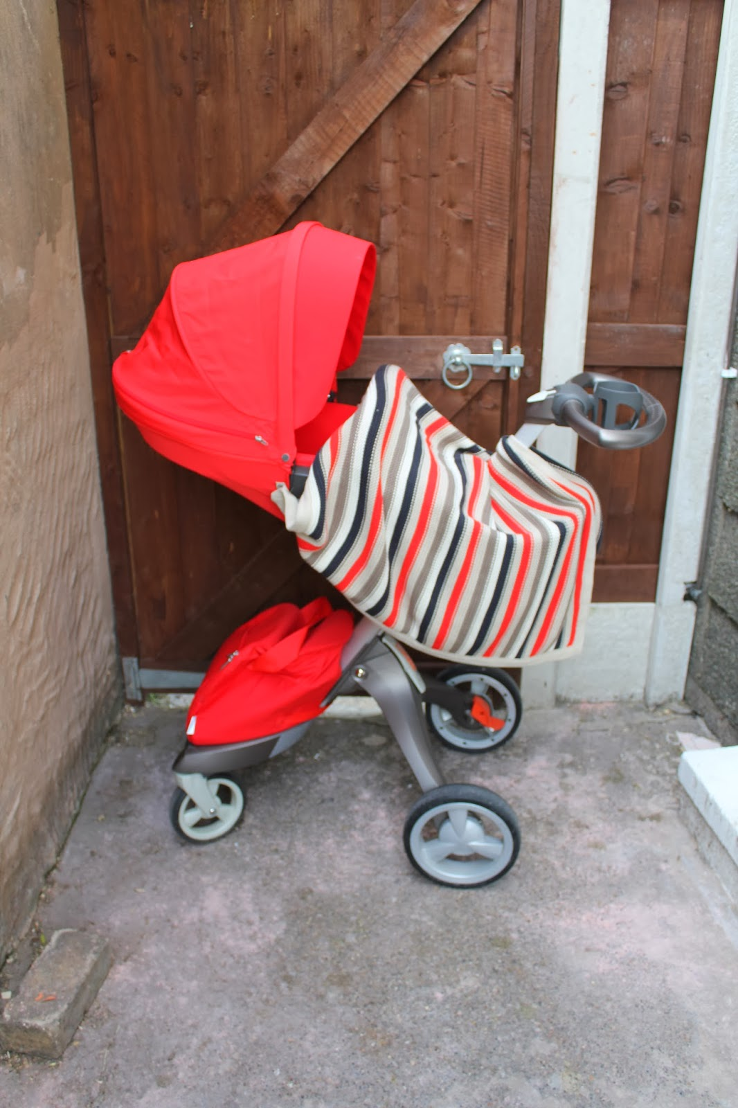 Matching stripe blanket for the red Stokke Xplory Textiles