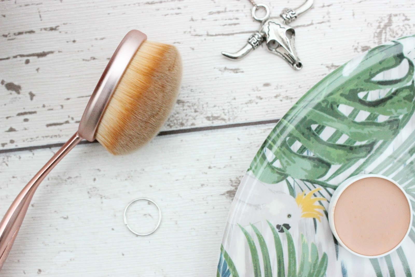 Contouring Oval Brush by precision #17