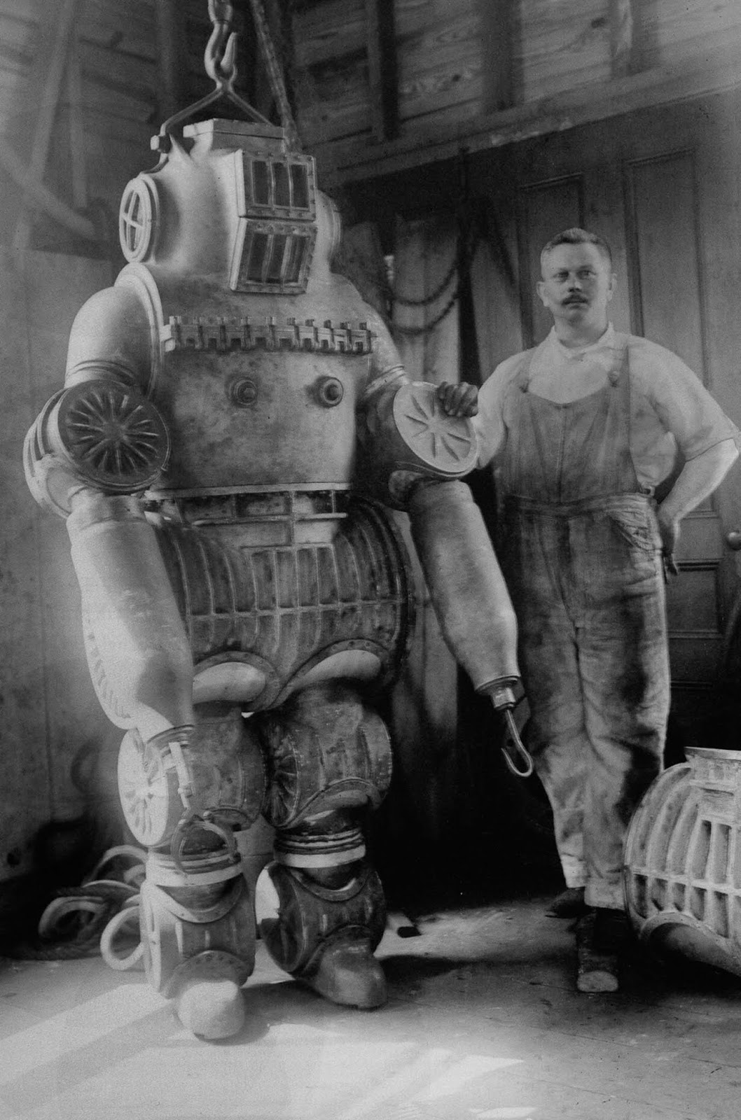 In 1914, Chester MacDuffee constructed the first suit with ball bearings, as the medium to provide movement to a joint. The suit was tested in New York in 214 feet of water. 1914.