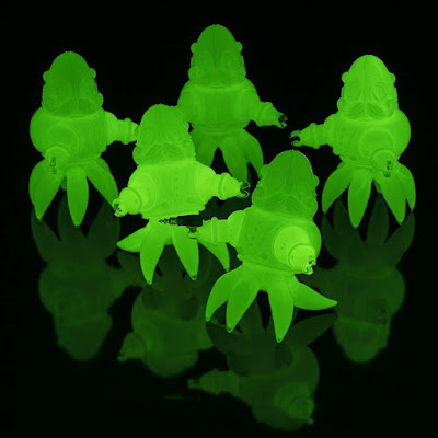 Thomas Nosuke Id Edition Glow in the Dark Vinyl Figure by Doktor A x Tomenosuke