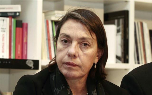 Περαιτέρω περικοπή συντάξεων προέβλεψε η οικονομολόγος, Μιράντα Ξαφά, κατά τη σημερινή παρουσίαση του βιβλίου της, με τίτλο «Δημόσιο Χρέος», σε βιβλιοπωλείο της Θεσσαλονίκης.
