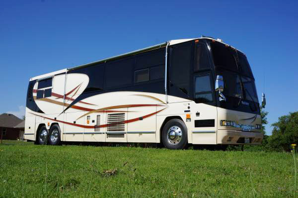 Prevost H3-40 Royale Conversion