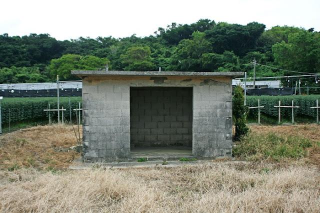 糸洲集落内の拝所の写真