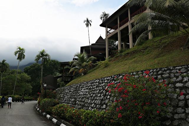Jalan Menuju sektor 4 diatas bukit di Damai Beach Resort